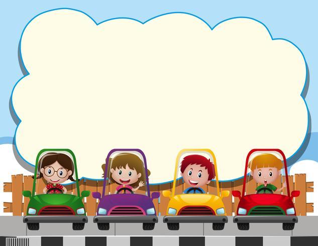 Grens sjabloon met vier kinderen in de auto's
