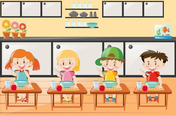 Vier Kinder essen in der Küche