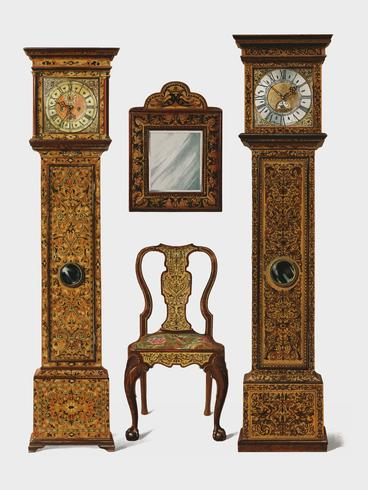 Una ilustración de los muebles eduardianos (1905) dibujada por Shirley Slocombe, un diseño bellamente detallado de una silla de madera, un espejo enmarcado y dos relojes de abuelo. Mejorado digitalmente por rawpixel.