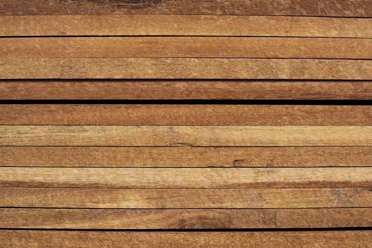 Le plance di legno impilate hanno strutturato la progettazione del fondo