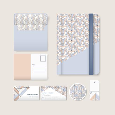 Set van pastel geometrische patroon op blauwe oppervlak kantoorbenodigdheden