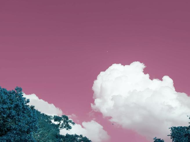 Negatieve kleur van een cloudscape