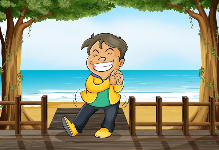 Ein lächelnder Junge und ein Strand