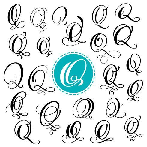 Ange bokstav Q. Handdragen vektor blomstra kalligrafi. Skript typsnitt. Isolerade bokstäver skrivna med bläck. Handskriven penselstil. Handbokstäver för logotypemballage