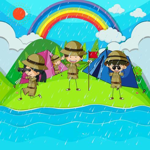 Giornata di pioggia con bambini che accampano vicino al fiume vettore
