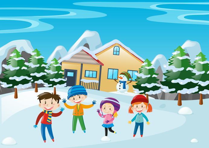Cena de inverno com as crianças em pé na frente da casa