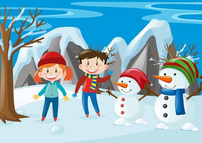 Duas crianças e dois bonecos de neve no campo