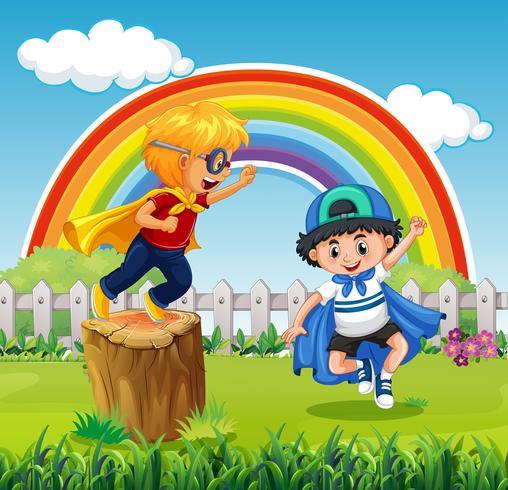 Twee jongens die held in het park spelen