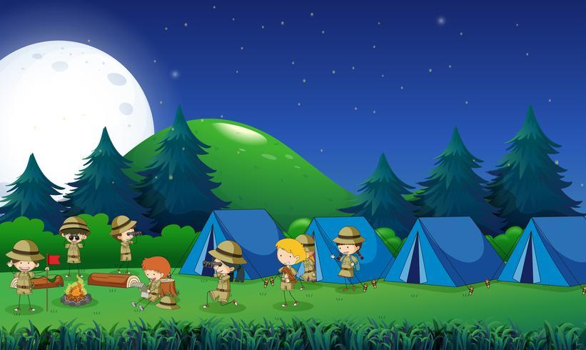 Barn camping ut i skogen vektor