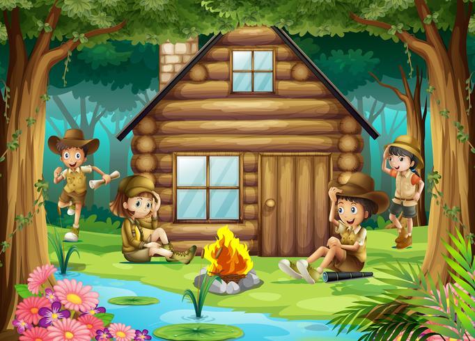 Niños y niñas acampando en el bosque.
