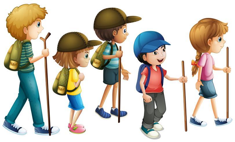 Jongens en meisjes met wandeluitrusting
