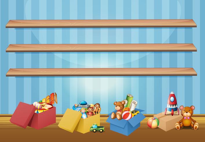 Scaffali vuoti e giocattoli sul pavimento