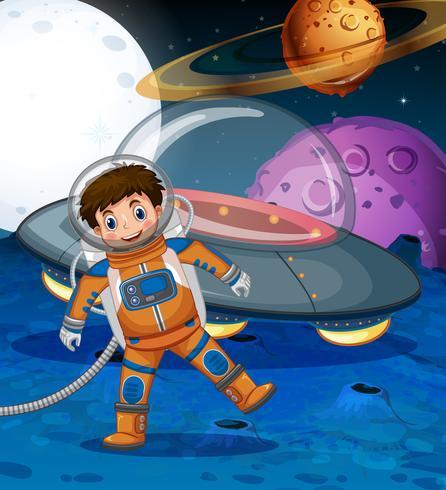 Astronauta che cammina sulla luna