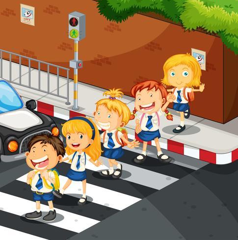 Studenter som korsar vägen