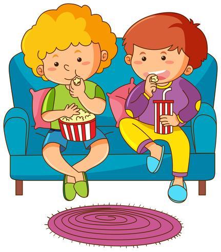 Dois meninos, comer, lanche, e, bebendo, soda, ligado, sofá