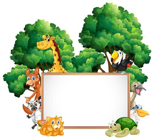Struttura in legno con molti animali nella foresta