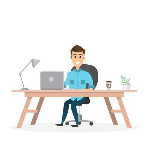 lächelnd Geschäftsmann sitzt und arbeitet an einem Laptop in seinem Büro