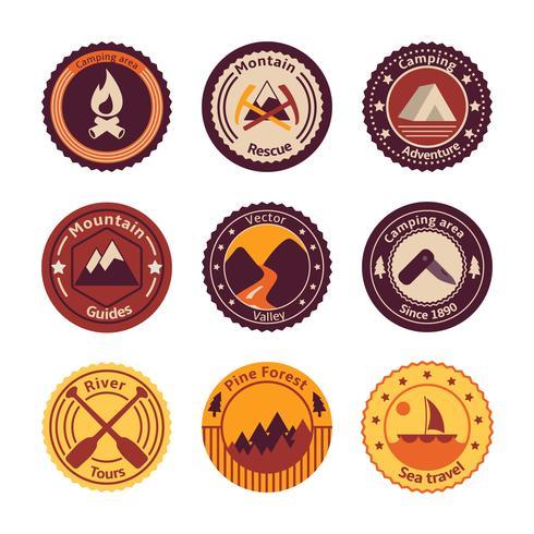 Turismo al aire libre camping insignias planas.