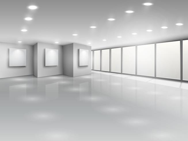 Leerer Galerieinnenraum mit hellen Fenstern