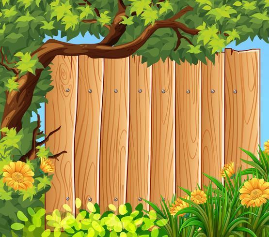 Holzbrett im Garten