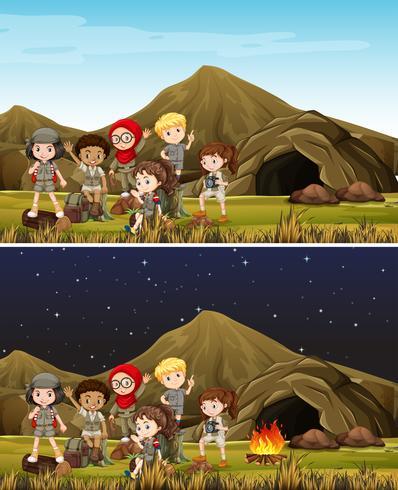 Crianças, acampamento, em, montanha, dia noite