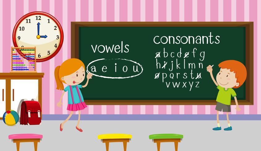 Barn studerar engelska i klassrummet