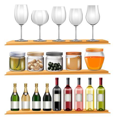 Taças de vinho e comida nas prateleiras de madeira