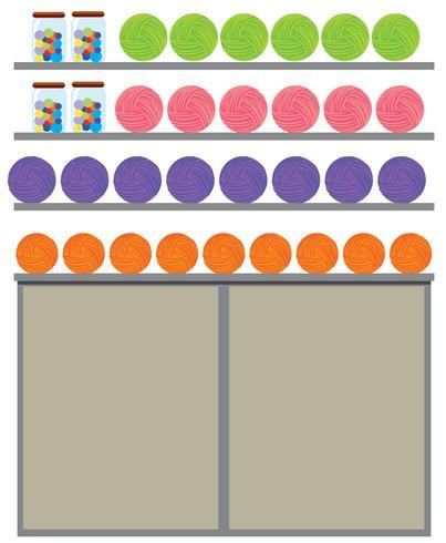 Filati di colore diverso sullo scaffale