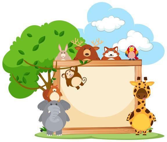 Marco de madera con animales salvajes en el fondo