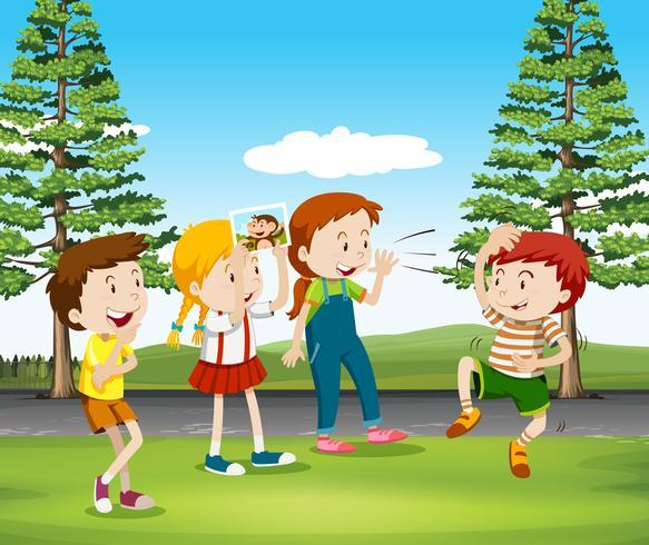 Crianças, jogando macaco, parque