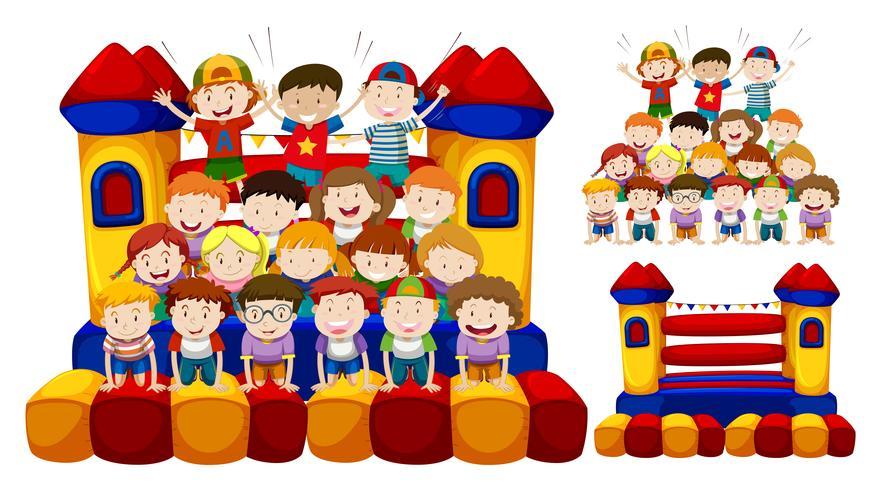 Feliz, crianças, jogo, em, a, bouncing, casa