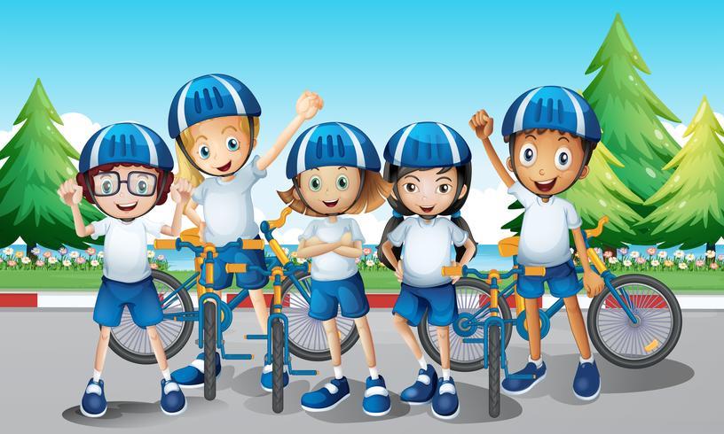 Ciclisti e bici sulla strada