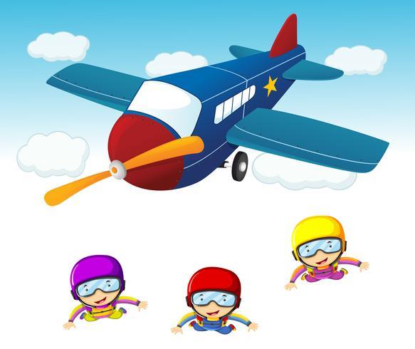 Tres buzos saltando del avión.