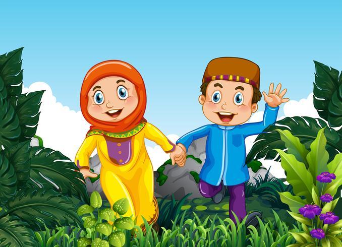Casal muçulmano na floresta