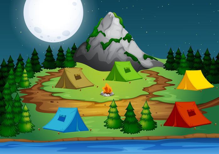 Kamperen in het bos 's nachts