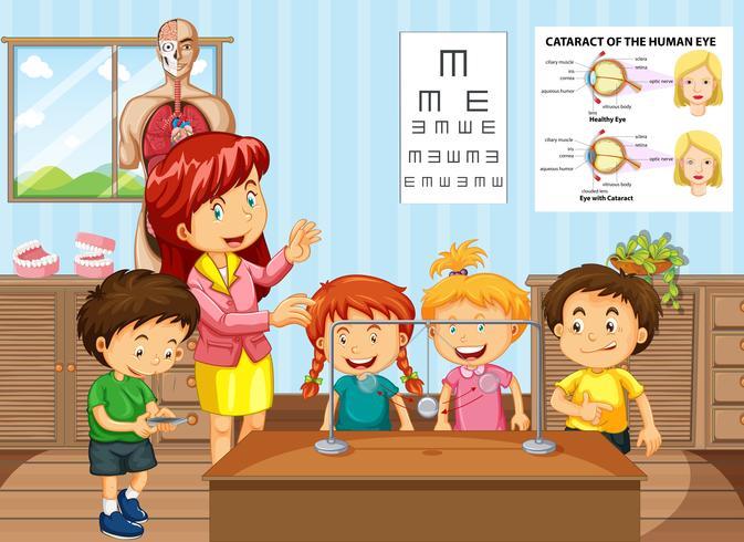Professor de ciências e alunos em sala de aula