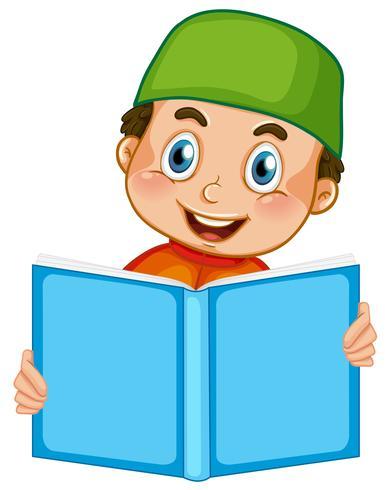 Een moslimjongen die op witte achtergrond leest