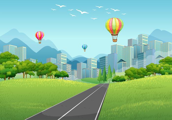 Escena de la ciudad con globos y edificios altos