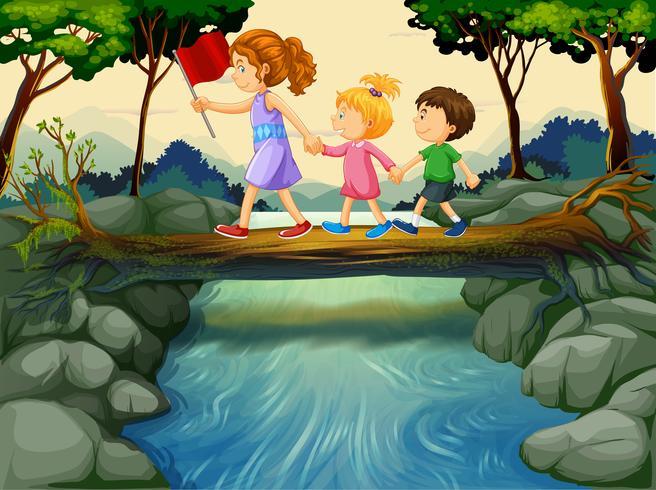 Niños cruzando el río en el bosque