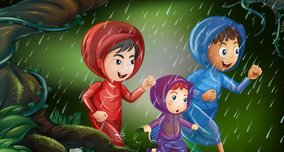 Tre barn springar i regnet