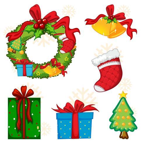 Elementos navideños con corona y árbol.