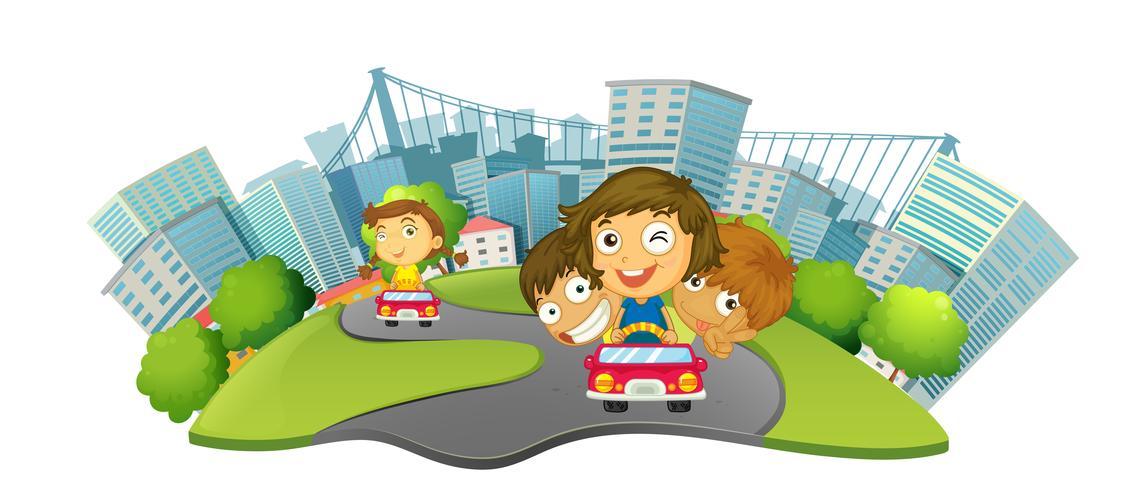 Kinder, die Autos im Stadtpark reiten
