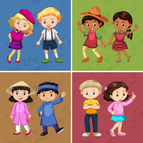 Vier paar Kinder in verschiedenen Kostümen