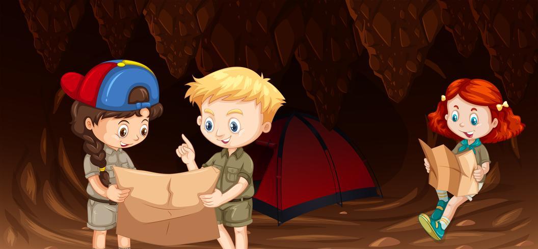 Kinder, die in der Höhle kampieren
