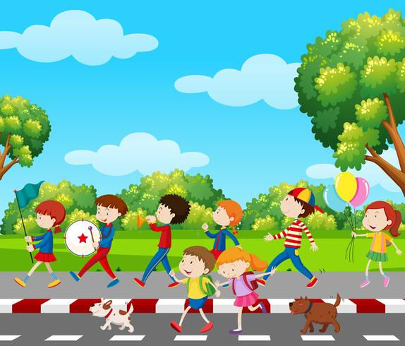 Bambini in banda in marcia nel parco