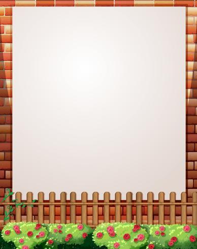 Diseño de borde con muro de ladrillo y valla.