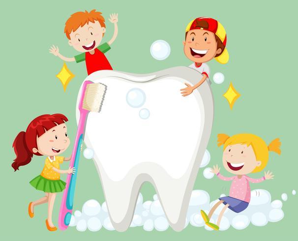 Niños limpiando los dientes con el cepillo de dientes.