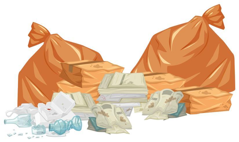 Tas de déchets avec sacs et papiers