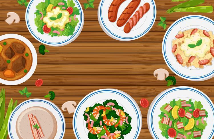 Verschillende soorten voedsel op een houten bord