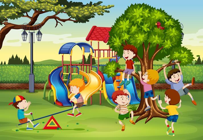 Muchos niños jugando en el parque